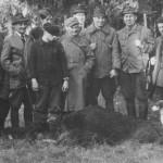 Z albumu kol. Świątkowskich - wspólne zdjęcie po polowaniu