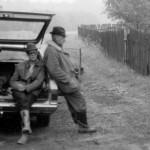 Z albumu kol. Świątkowskich - Ludwik Kowalewski i Edward Świątkowski z myśliwym zagranicznym