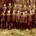 Członkowie koła w galowych mundurach