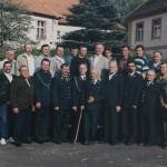 Członkowie koła Diana po Walnym Zgromadzeniu na dzidzińcu Technikum Leśnego w Miliczu
